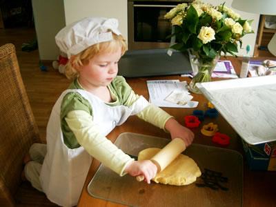 Meike aan het bakken