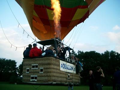 De ballon stijgt op